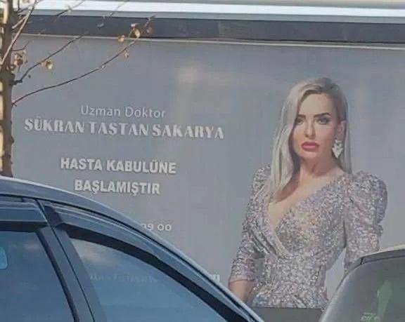 Bursa'da billboardlarda yer alan, ''Uzman Doktor Şükran Taştan Sakarya hasta kabulüne başlamıştır'' yazan ilan tartışma yarattı.