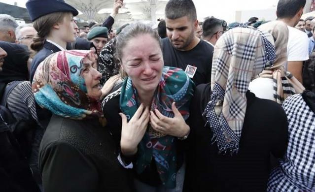Şehit Özel Harekat Şube Müdürü Tufan Kansuva'nın kızından yürek burkan soru: Annem ağlıyor kim öldü?
