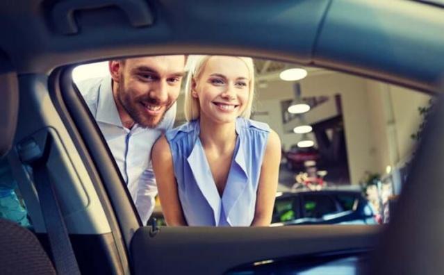 Milyonlarca araç sürücüsü internet üzerinden sıfır model araçların fiyatlarını araştırıyor. Otomotiv şirketleri 2020 model araçlarını sergilemeye başladı. En ucuz aracın fiyatı 91 bin 900 lira oldu. 2020 yılının gelmesiyle birlikte bayilerin vitrinlerini yeni araçlar süslemeye başladı. Hurda indirimi teşviğinin kalkması ve Özel Tüketim Vergisi'ne ilişkin de herhangi bir indirim olmaması nedeniyle sıfır araç fiyatları yükselmeye başladı.