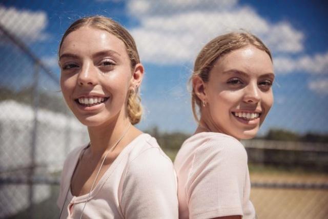 ABD'nin Ohio eyaletindeki Twinsburg'da yapılan ikizler festivalinde renkli görüntülere sahne oldu