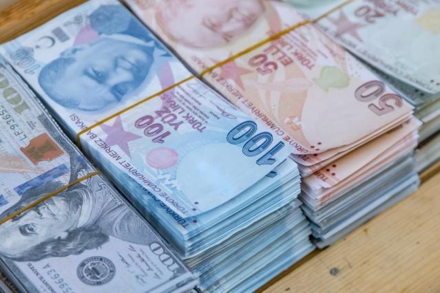 """Ancak Erdoğan'ın """"yasal boşluk"""" dediği konunun, bu okulların borçlarının ödenmesinden sonra, vakıf yönetimlerinin okulu yeniden devralmasına olanak sağlayan madde olduğu öğrenildi. Erdoğan, yeni düzenlemede, bunun önlenmesini istedi."""