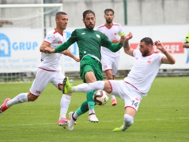 Sivas Belediyespor ile Kahramanmaraşspor maçında Ömer Faruk Çemer ve Talha Dinçer'in karşılıklı golleriyle 1-1 berabare kaldı. İşte maçtan kareler...