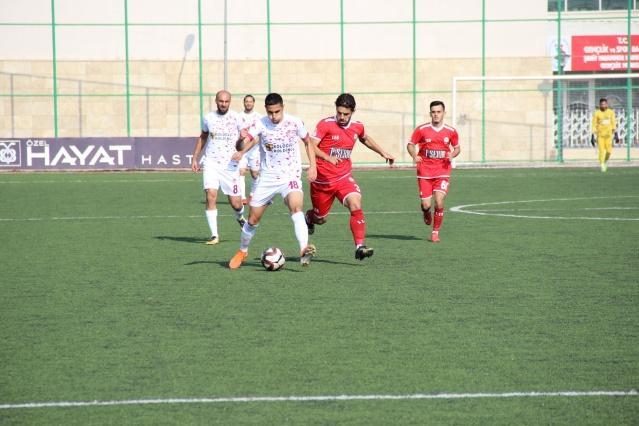 TFF 2'nci Lig Kırmızı Grup'ta 9'uncu hafta maçında Piserro Kahramanmaraşspor, deplasmanda Birevim Elazığspor'u 2-1 mağlup etti