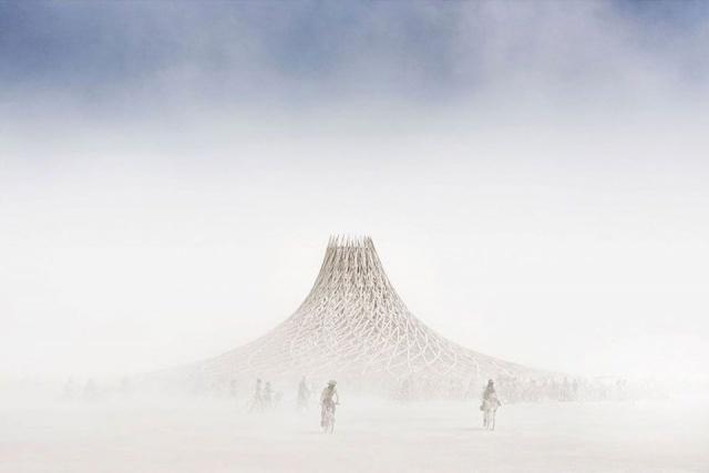Dünyanın en büyük ve en çılgın festivali Burning Man (Yanan Adam), ABD'deki Nevada Çölü'nde yapıldı. 25 Ağustos'ta başlayan ve dün sona eren festivale 70 binden fazla kişi katıldı.