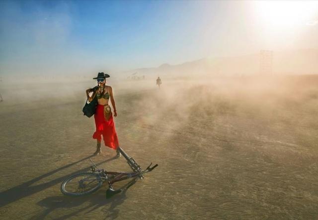 Burning Man Festivali kendini ifade etme, özgüven, yakınlık ve ardından delil bırakmama gibi 10 temel prensibe dayanıyor.