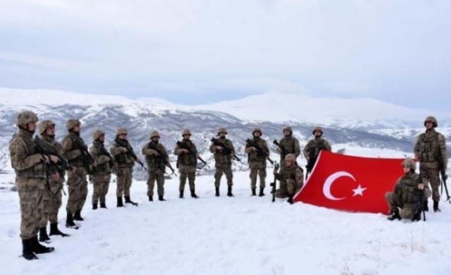 Muş'ta İl Jandarma Komutanlığına bağlı karakollarda görev yapan güvenlik güçleri, zorlu kış şartlarına rağmen başarılı operasyonlarla terör örgütü PKK'ya göz açtırmıyor.