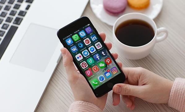 iPhone 4 ile iPhone 4S model telefonlarda da WhatsApp dönemii bitmiş durumda.