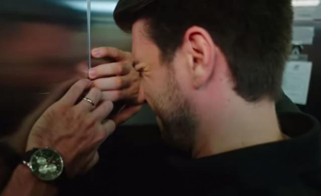 Kanal D'nin yaz dizisi Afili Aşk ilk bölümden itibaren seyircinin dikkatini çekti ve yaz sezonunda Kanal D'nin yüzünü güldürdü. Kerem ile Ayşe'nin hikayesini anlatan dizinin 6. son bölümündeki asansör sahnesi sosyal medyanın diline düştü.