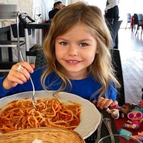Rusya'nın başkenti Moskova'da yaşayan 6 yaşındaki Alina Yakupova, 'dünyanın en güzel kızı' olarak gösteriliyor.