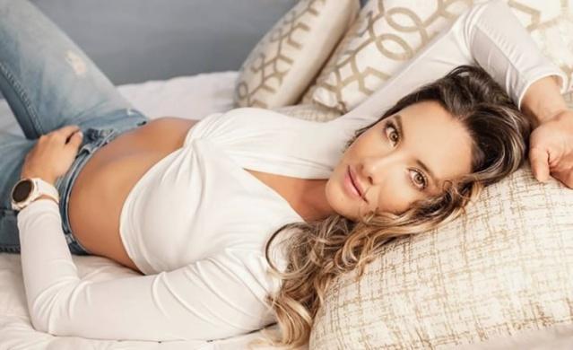 32 yaşındaki 2011 Kolombiya güzeli ve 2012 kainat güzelliği yarışmacısı Gorgeous Daniella Alvarez, karnındaki ben şeklindeki kitleyi aldırmak için Fundacion Cardioinfantil hastanesinde ameliyat masasına yattı.