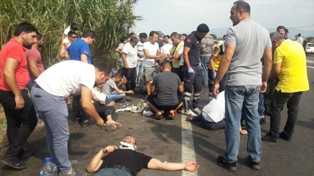Aydın'da devrilen servis otobüsü alev aldı. Meydana gelen kazada 20'si ağır 45 kişi yaralandı. Otobüste başlayan yangın yeşil alana da sıçradı.