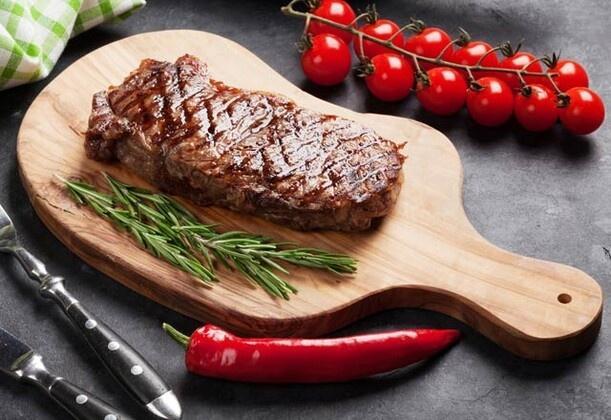 Kadın ve erkek vücudu arasındaki biyolojik farklılıklar iki beden yapısının ihtiyaç duyduğu besinler konusunda da farklılıklara neden olabiliyor. Erkeklerin tüketmesi gereken yiyecekleri sizler için hazırladık. Bakalım o listede neler var… Erkek bedeninin ihtiyaç duyduğu yiyecekler neler, biliyor musunuz? Uzmanlara göre açıklanan bu yiyeceklerin tamamı erkek vücudu için çok sağlıklı ve sık sık tüketilmeli. Peki, erkeklerin mutlaka yemesi gereken yiyecekler neler, gelin birlikte göz atalım.
