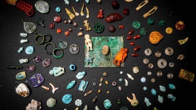 M.S 79 yılında Vezüv Yanardağı'nın patlamasıyla yok olan Pompei kentinde yapılan çalışmalarda arkeologlar tarafından büyücüye ait olduğu düşünülen eşyalar bulundu.