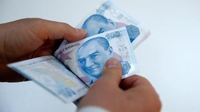 Yurt dışında yaşayan vatandaşlarımız borçlanarak Türkiye'de emekli olabiliyor. Gurbetçi emekliliği ile ilgili şartlar tamamen değişti. Yeni genelgeyle borçlanma miktarı ve emeklilik süresi yenilendi.