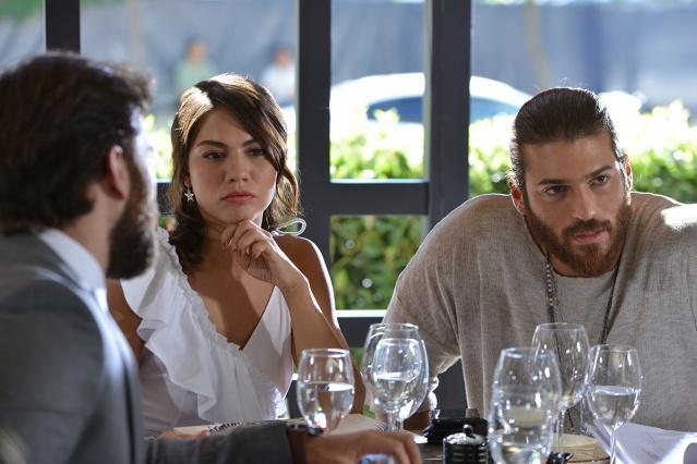 Başrollerini Demet Özdemir ve Can Yaman'ın oynadığı Erkenci Kuş dizisi, İtalya'da da yayınlanıyor.