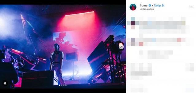 On binlerce festival takipçisinin sahnedeki performansını izlediği DJ Flume, şaşkın bakışlar arasında sahneye çıkardığı bir kadınla birkaç saniyeliğine ilişkiye girdi.