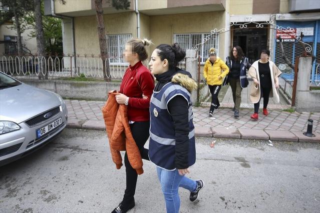 Ankara Asayiş Şube Müdürlüğü Ahlak Büro Amirliği ekiplerince, Başkentte fuhuş amaçlı insan ticareti yaptığı belirlenen suç örgütüne yönelik, 11 adrese eş zamanlı operasyon düzenlendi. Operasyonlarda 6 zanlı gözaltına alındı.