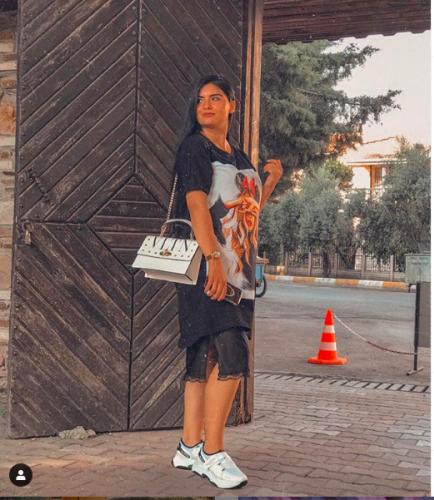 ATV'de ekranlarında izdivaç programı ile kısa sürede dikkatleri üzerine çeken, hiçbir talibimi beğenmeyen  ve fenomen olan gelin adayı Hanife Gürdal son olarak başörtüsü çıkarmış ve açılma kararı aldığını sosyal medyadan duyurmuştu.