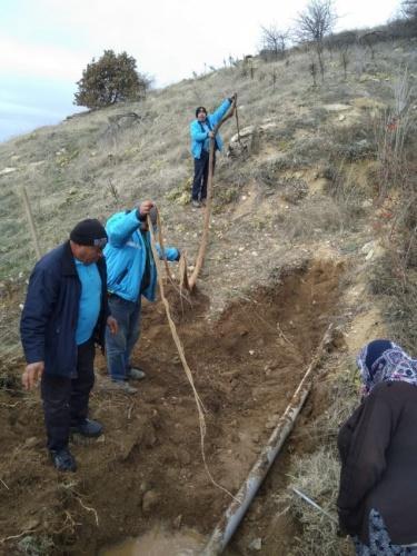 Su ve Kanalizasyon İdaresi (MASKİ) Genel Müdürlüğü, Alaşehir ilçesine bağlı Uluderbent Mahallesi'nde içme suyu hattında yaşanan arızaya müdahalede bulundu.