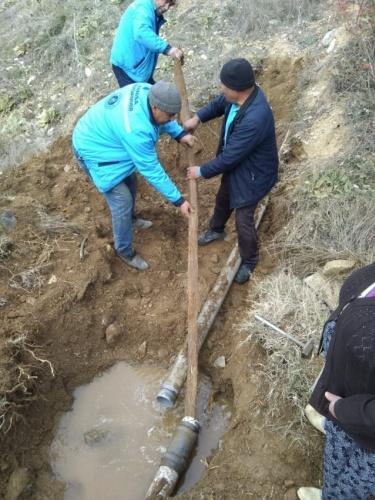 """Mahalle Muhtarı Hüsamettin Afa, """"MASKİ'nin çalışmalarından memnunuz. Arıza bildirimi yaptığımızda ekipler sağ olsun hemen geliyorlar. Ağaç kökü konusunda da aynı durumu yaşadık. MASKİ'ye başvurmamızın ardından ekipler kısa sürede müdahalede bulundu. Hanelere ulaşan suyun miktarında da ciddi bir artış yaşandı. Büyükşehir Belediye Başkanımız Cengiz Ergün'e hizmetleri nedeniyle teşekkür ediyoruz"""" dedi."""