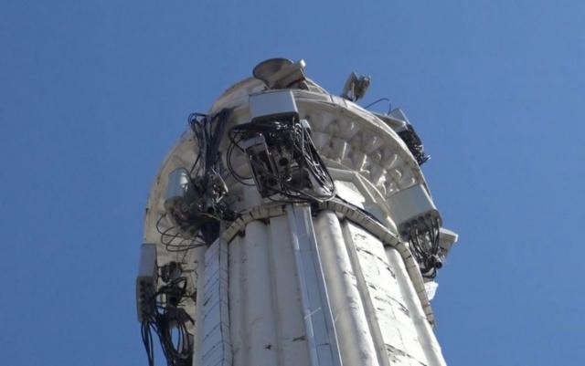 """Tepkiler üzerine açıklama yapan Avcılar Müftüsü Bekir Derin, """"Cami minaresindeki baz istasyonu cihazlarının minareden sökülmesi için ilgili firmalarla yazışmalar devam ediyor."""" diyerek şu açıklamalarda bulundu:"""