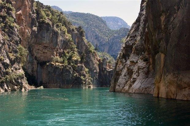 Fotoğraf çektimek isteyenler ve bu güzel manzarayı görmek isteyenler sık sık Nadire Kanyonu'nda buluşuyor.