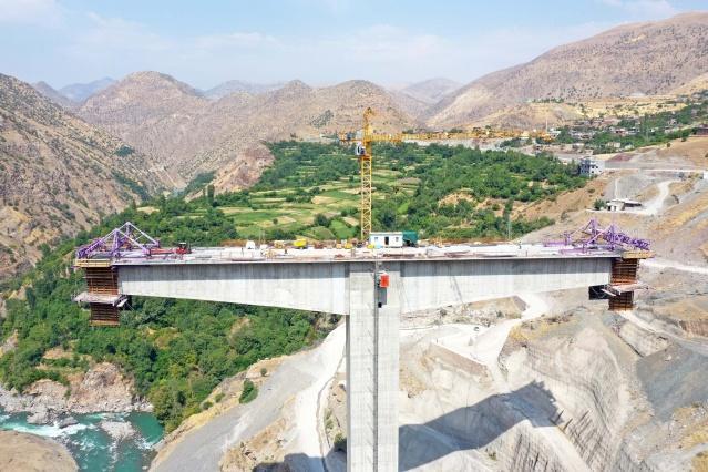 Türkiye'nin en yüksek köprüsü Bitlis ile Siirt arasında yapılıyor. 50 yıllık hayal gerçek oluyor...