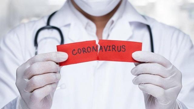 Koronavirüs ülkemize de giriş yaptığından beri vatandaşın kafasında birçok soru belirdi. Bu sorulardan biri de cinsel hayatla ilgili. Koronavirüs, öpüşerek ya da cinsel ilişkiyle bulaşır mı? İşte uzmanların cevabı...