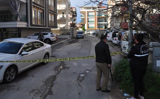 Olay yerinde hayatını kaybettiği belirlenen Erdal K'nin cenazesi ise savcılık incelemesinin ardından Antalya Adli Tıp Kurumu Morguna götürüldü.