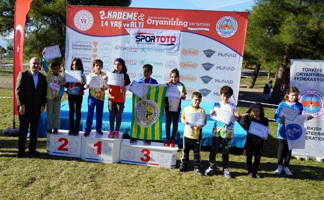 Harita ile yer bulma sporu olarak gerçekleştirilen Kahramanmaraş Oryantiring Yarışmasının birinci günün sonunda dereceye girenlere ödülleri verildi.