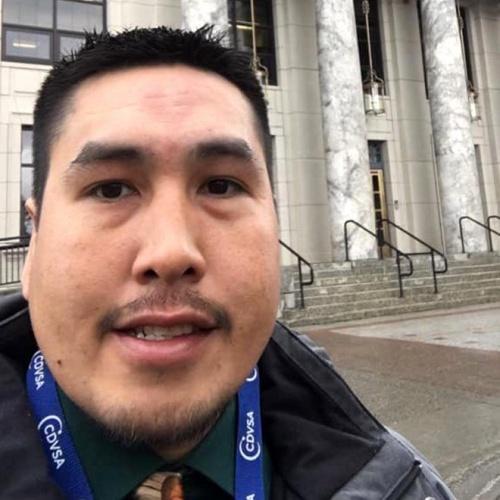 ABD'nin Alaska eyaletinde yaşayan Tyler Ivanoff isimli adam, sahilde bulduğu şişeden çıkan notla büyük bir şok geçirdi.