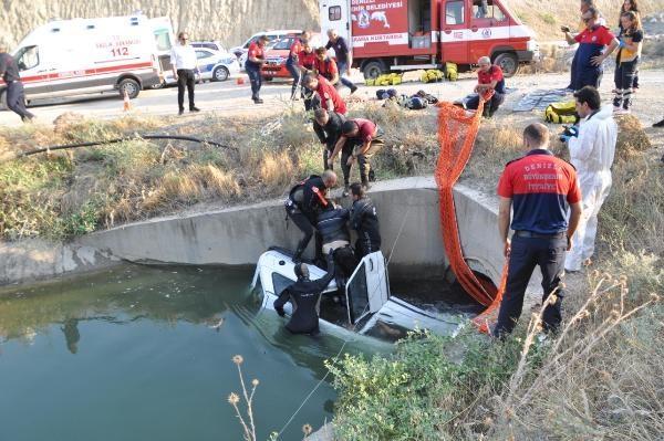 Denizli'nin Pamukkale ilçesinde kontrolden çıkan otomobil sulama kanalına uçtu. Kazada otomobil içinde bulunan iki kişi boğularak hayatını kaybetti.