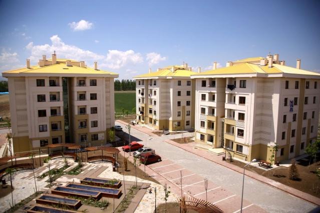 Dar gelirli vatandaşları ev sahibi yapan TOKİ, 1.380 adet konut ve iş yerini satışa çıkarmaya hazırlanıyor. İşte satış fiyatı 56 bin TL'den başlayan projeler...