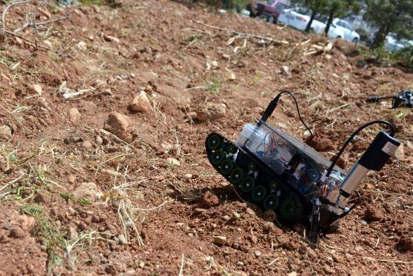 Fatih Doğan, robotu yaparken bin lira harcadıklarını ancak destek verilirse geliştirebileceklerini söyledi.