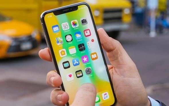 Geçtiğimiz aylarda iPhone'a gelen 12.1 güncellemesinin ardından sürekli hata ile karşılaşan kullanıcılar, gelen düzeltme güncellemerinin de ayrı hataları ortaya çıkarması sebebiyle çılgına dönmüştü. Son olarak 12.1.3 güncellemesini 'hata düzeltmeleri' diyerek paylaşan iPhone, yeni bir güvenlik açığıyla adeta şok etkisi yarattı.