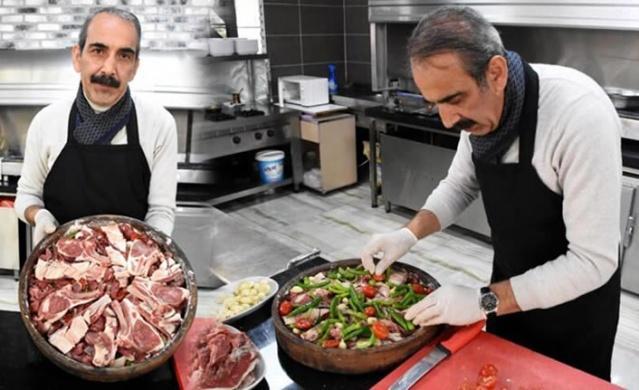 Kayseri'ye özgü 'Fırın Ağzı' yemeğini pişirmek için 72 saat bekletip, 3 saatte pişiriyorlar.