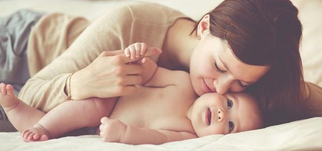 Doğum yapmış anneler ilgili edindiğimiz çok fazla bilgi var. Ama bunların bir kısmı ne yazık ki yanlış. Bu söylediğiniz sözler yeni doğum yapmış bir annenin son derece moralini bozabilir. İşte asla söylememeniz gereken cümleler...