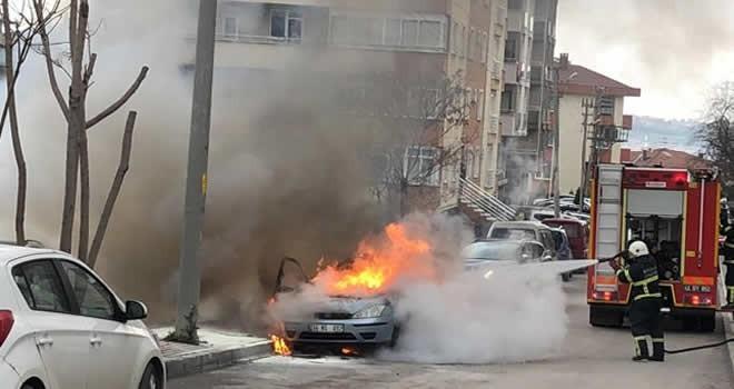 Alevler alan araçtan son anda kurtuldu!