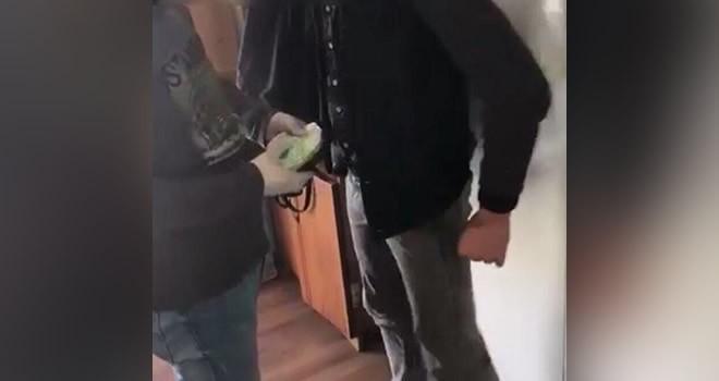 Adım adım takip edilen uyuşturucu satıcısı yakalandı