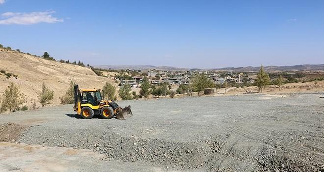 Pazarcık'ta sentetik çim saha çalışmaları başladı