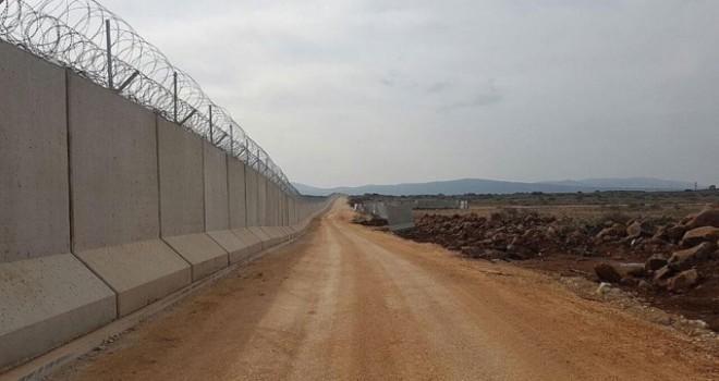 PYD yine kaşınıyor! Sınırda duvar ören işçilere saldırı