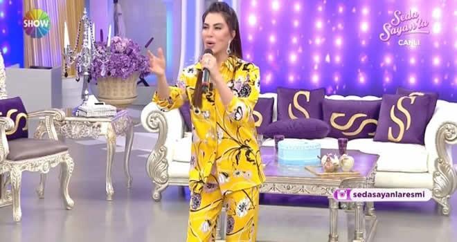 Ebru Yaşar'ın programda giydiği kıyafet olay oldu!