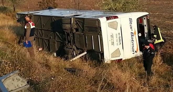 Yolcu otobüsü tarlaya uçtu: Çok sayıda ölü ve yaralı var