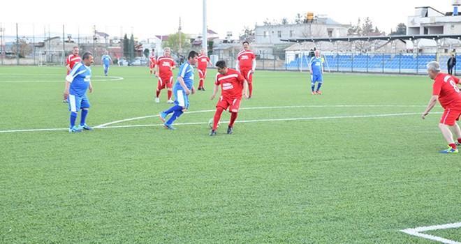 Veteranlar dostluk maçında Türkoğlu'nda buluştu