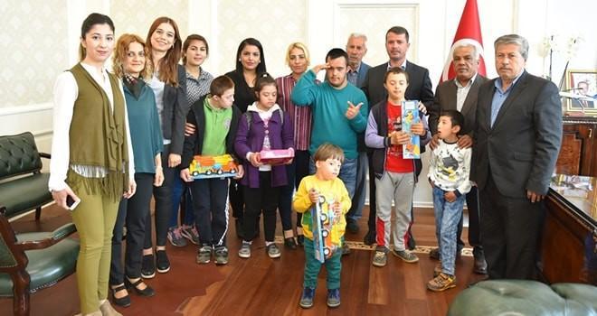 Down Sendromlu çocuklar Başkan Okumuş'u ziyaret etti