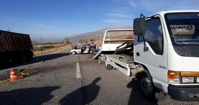 Kahramanmaraş'ta otomobil park halindeki kamyona çarptı: 1 ölü, 2 yaralı