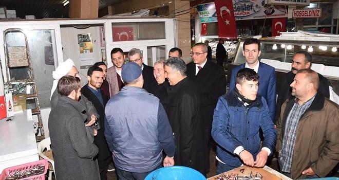Başkan Mahçiçek, balık pazarını ziyaret etti