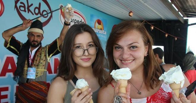 Adana ve Mersin 'Maraş Dondurması'yla serinledi