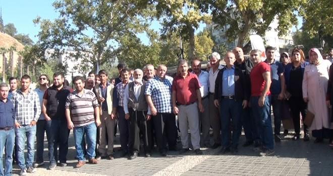 Kahramanmaraş'ta işten çıkarılan vatandaşların horozlu tepkisi