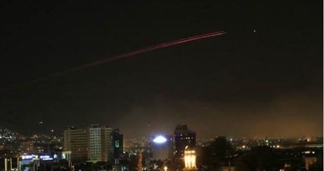 ABD, Fransa ve İngiltere Suriye'yi vurmaya başladı